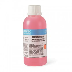 Cleaning solution for cuvets